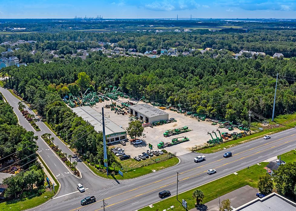 Charleston, SC – Retail Service Building Sale